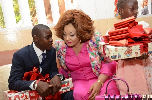 Cérémonie de l'arbre de Noël à la Fondation Chantal BIYA (13)