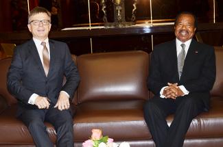deux nouveaux ambassadeurs accr dit s au cameroun. Black Bedroom Furniture Sets. Home Design Ideas