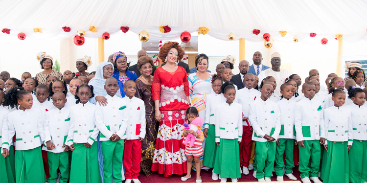Mrs Chantal BIYA Lights 2018 Christmas Tree with Pupils of 'Les Coccinelles'