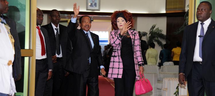 Le Couple présidentiel de retour à Yaoundé